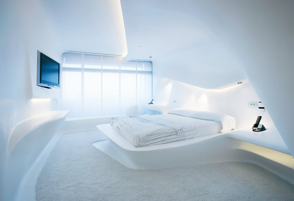 8futuristic-hotel-room-in-madrid
