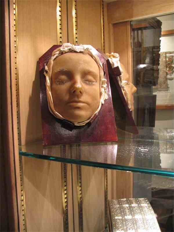 death-mask-mary-queen-of-scots1.jpg